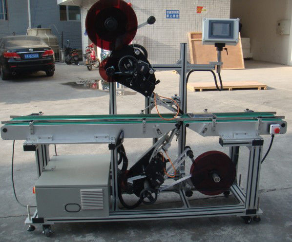 Этикетировочная машина высокой эффективности с разделенным ленточным конвейером